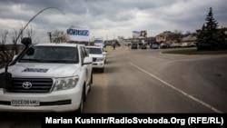 Місія ОБСЄ на КПП у Станиці Луганській. Березень 2016 року