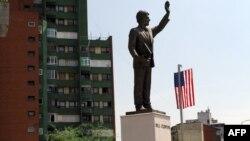Statua Bila Klintona u Prištini