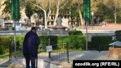 Одна из опустевших улиц Ташкента.