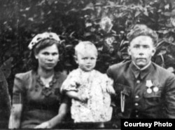 Марыя, Вольга і Міхал Іпатавы, 1945 год, Мір