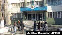 Алматы қаласының Алмалы аудандық соты. 18 желтоқсан 2015 жыл. Көрнекі сурет.