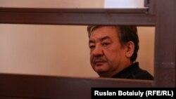 Ұлттық қауіпсіздік комитеті шекара қызметінің бұрынғы директоры Нұрлан Жоламанов сот залында.