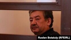 Бывший председатель Пограничной службы КНБ Казахстана Нурлан Джуламанов на скамье подсудимых. Астана, 27 февраля 2015 года.