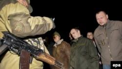 Айирмачилар қўлга туширган украин ҳарбийлари