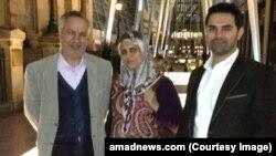 محمدمحسن مهاجرانی (سمت راست) فرزند جمیله کدیور و عطاءالله مهاجرانی است.