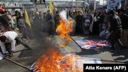 Iran -- Iranians burn an Israeli flag during a rally marking the anniversary of the 1979 Islamic revolution, Tehran, February 11, 2018