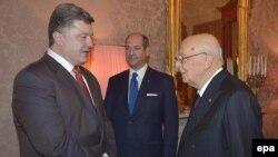 Петро Порошенко (л) і Джорджо Наполітано (п) під час зустрічі в Мілані, 16 жовтня 2014 року