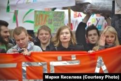 Мария Киселёва на Монстрации (в центре)