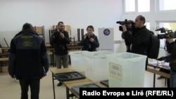Локлани избори во Косово