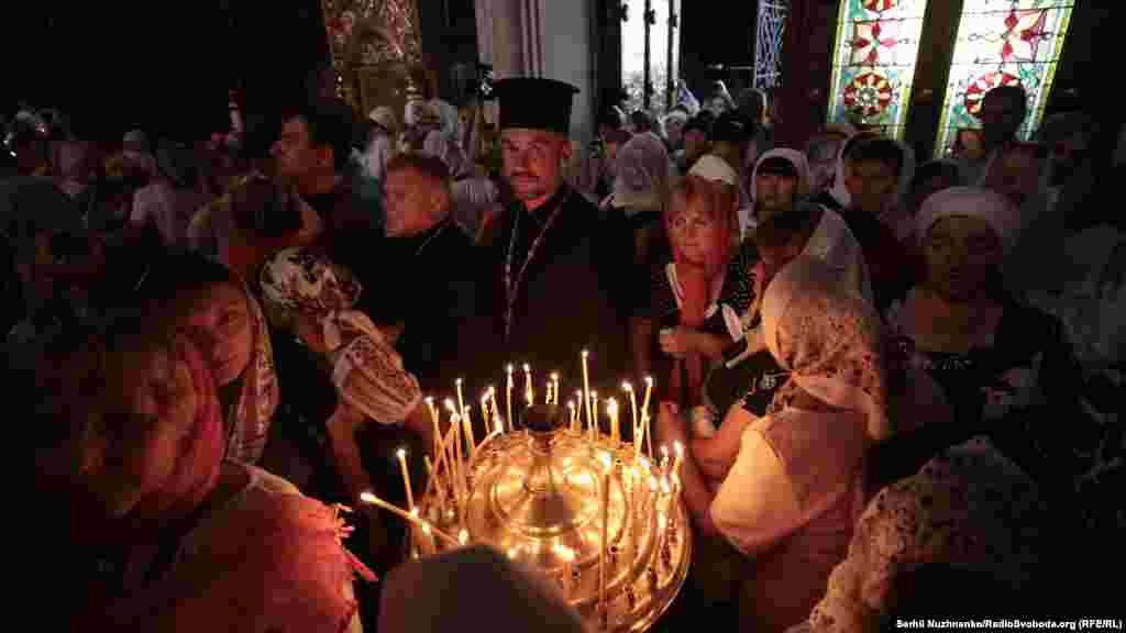 Розпочалася хресна хода молитвою у Володимирському соборі в Києві