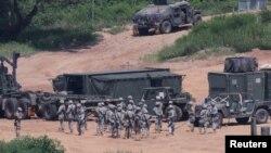 АҚШ пен Оңтүстік Корея әскерилері қос Кореяны бөліп жатқан қарусыз аймаққа жақын Пхаджуда территорияда жаттығу бастады. Пхаджу, 22 тамыз 2016 жыл.