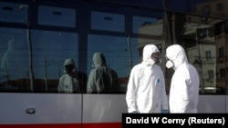 Дезинфекция автобуса в Праге в связи с коронавирусом, 10 марта 2020 года.