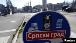 Serbët në veri të Mitrovicës vazhdojnë mbajtjen e një pushteti paralel dhe pamundësinë e shtrirjes së kontrollit nga ana e Qeverisë së Kosovës atje.