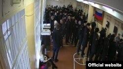 Полицейские на избирательном участке во Владивостоке