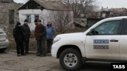 An OSCE car in the village of Sartana, Ukraine.