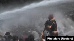 Демонстрацияны таратуу учуру. Ереван, 23-июнь, 2015 -жыл.