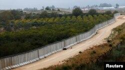 Стена на границе Турии с Сирией в районе села Бесарслан. Ноябрь 2016 года.