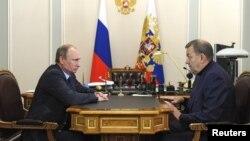 Президент России Владимир Путин и директор ГАБТ Владимир Урин.