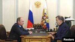 Президент России Владимир Путин и директор ГАБТ Владимир Урин