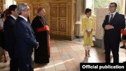 Vatican - Armenian Ambassador Mikael Minasian (R) speaks at an event during President Serzh Sarkisian's visit to Rome, 19Sep2014.