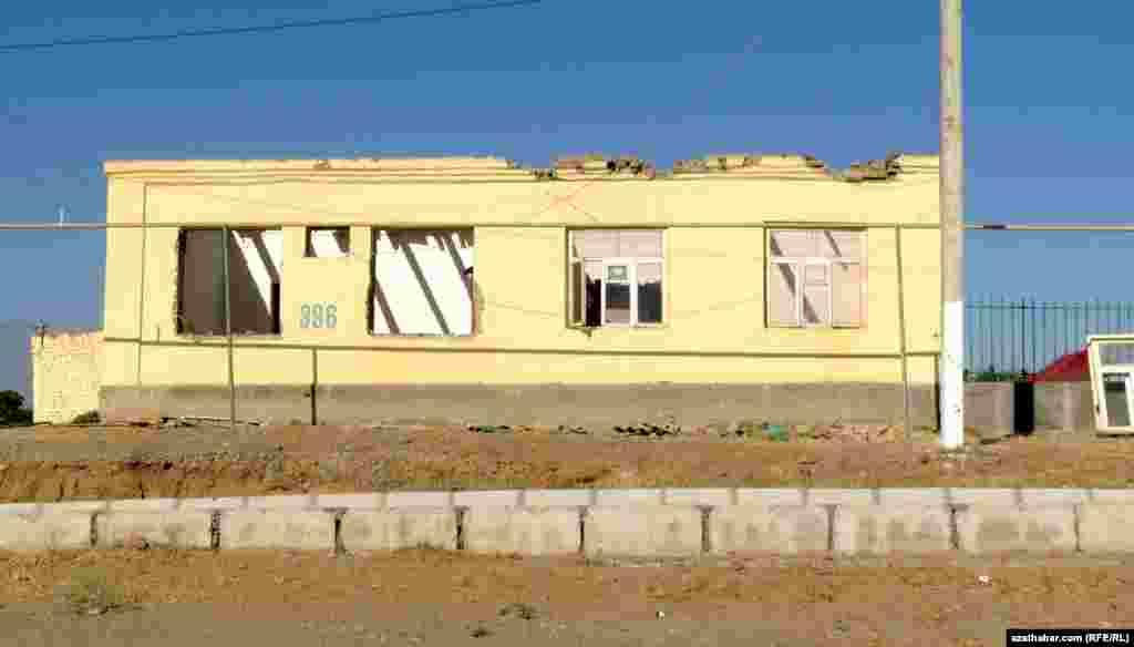 Жилой дом, попавший под снос в поселке Чоганлы.