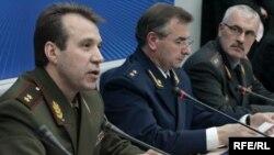 Председатель КГБ Белоруссии Степан Сухоренко, министр внутренних дел Владимир Наумов и генпрокурор Петр Миклашевич работают в тесном контакте