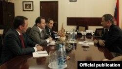 Armenia Deputy Defense Minister Davit Tonoyan (L) meets with Lorenzo Caraffi, the Yerevan-based representative of the International Committee of the Red Cross (ICRC), Yerevan, 30Aug2013.
