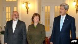 Pjesëmarrësit në bisedimet e Vjenës John Kerry (i pari djathtas), Catherine Ashton dhe Javad Zarif