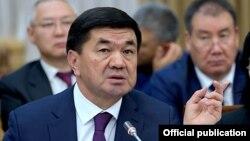Премьер-министр Мухаммедкалый Абылгазиев на заседании парламента по рассмотрению бюджета на 2020 год. 28 ноября 2019 года.