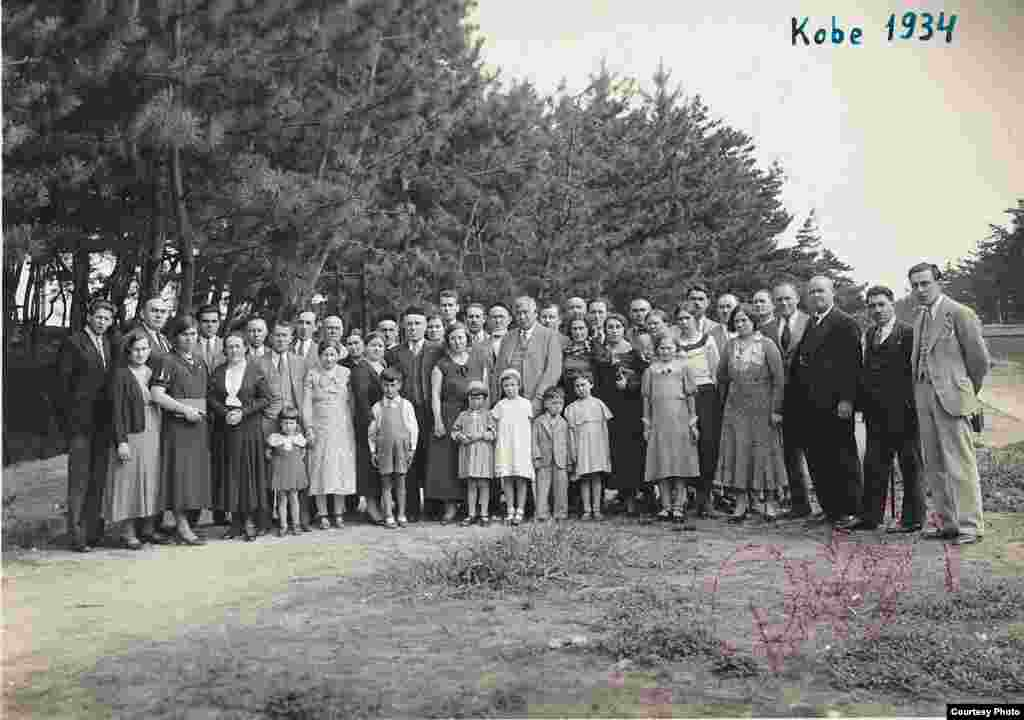 Кобе татарлары Гаяз Исхакый белән. 1934