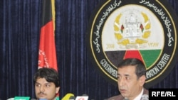 Ооганстандын кылмыштарды иликтөө башкармалыгын башчысы Ахмад Бак Кадыри журналисттерге 124 маң аткезчисинин соттолгону тууралуу маалымат берүүдө. 31-октябрь 2009