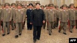 Солтүстік Корея президенті Ким Чен Ын (ортада).