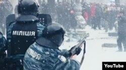 Милиция стреляет по протестующим.