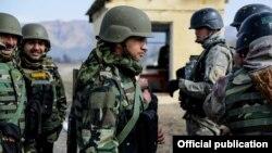 """Кыргызстан менен Индиянын биргелешкен """"Канжар-2018"""" машыгуусу. Сүрөт Кыргызстандын Куралдуу күчтөрүнүн башкы штабынан алынды."""
