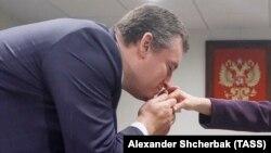 Леонид Слуцкий целует руку главе МИД Эквадора Марии Фернанде Эспиносе