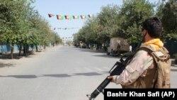 Avganistanski vojnik tokom borbe s talibanskim ekstremistima u Kunduzu