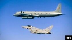 Брытанскі самалёт суправаджае расейскі самалёт-разьведчык над Балтыкай, 8 чэрвеня 2015.
