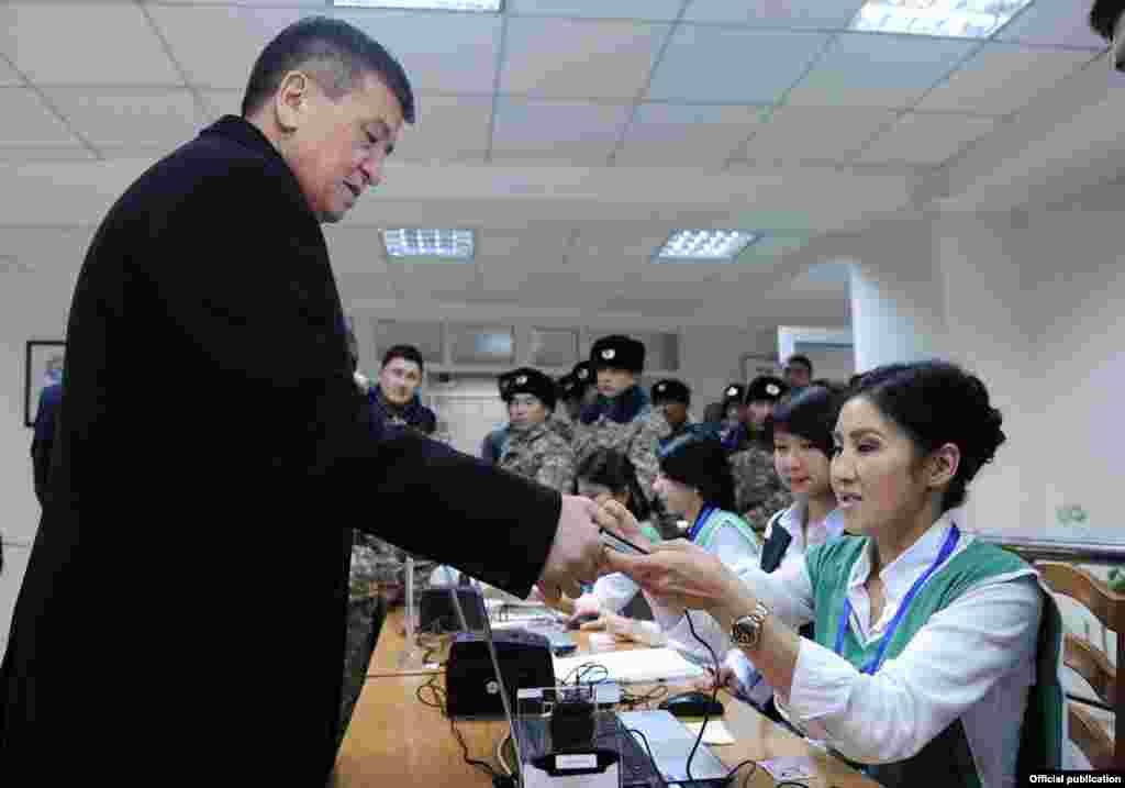 Prime Minister Sooronbai Jeenbekov votes in Bishkek.