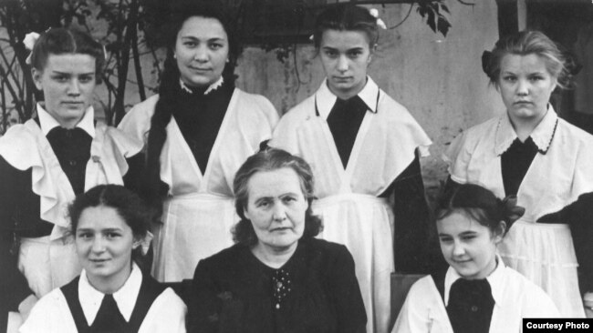 С ученицами. 1960-е годы