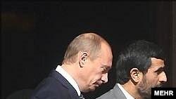 По мнению эксперта, именно ядерная проблема явилась истинной причиной поездки Путина в Тегеран