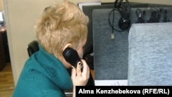Координатор телефона доверия при кризисном центре города Алматы Гаухар Абдрахманова. Алматы, 9 февраля 2014 года.