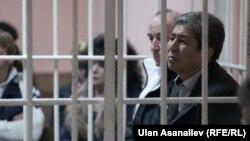 Нарымбаев менен Коркмазов сот залында.