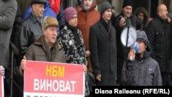 Protest organizat de socialiști în fața BNM la Chișinău