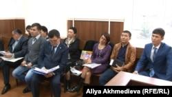 Сотрудники Аксуской районной больницы Алматинской области в суде. 19 октября 2015 года.