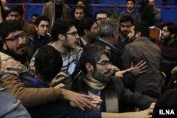 نشست حسن روحانی با دانشجویان با برخی درگیریهای لفظی نیز همراه بود
