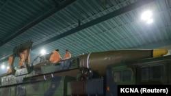Северокорейская межконтинентальная баллистическая ракета.