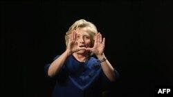 Хиллари Клинтон во время одного из своих выступлений перед студентами во Флориде