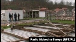 Монтажната барака во која учат учениците оц Трапчин Дол остана без покрив