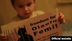 Акція до річниці арешту Олаолу Фемі. Фото зі сторінки у FB: Підтримаємо Олаолу Фемі | Lets support Olaolu Femi (http://www.facebook.com/FreeOlaolu)