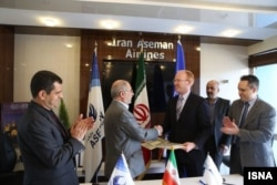 Boeing and Iranian officials meeting to discuss the sale of up to 60 jets to Tehran earlier this year.